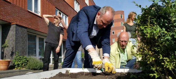 Het Groene Spoor brengt kleur op het Piet Mondriaanplein!